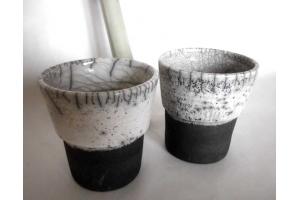 2 Zahnputz Becher / Raku / weiß  Höhe 11,5 cm Ø 10 cm